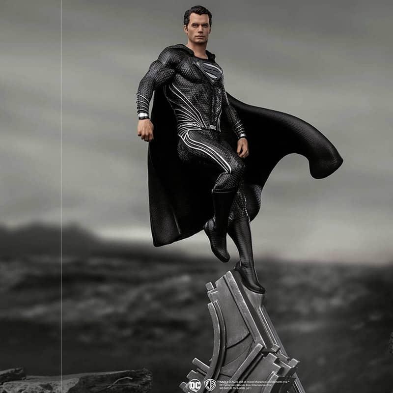 Zack Snyder's Justice League: 1/10 Superman (Black Suit) Art Scale Statue von Iron Studios | ab Januar 2022