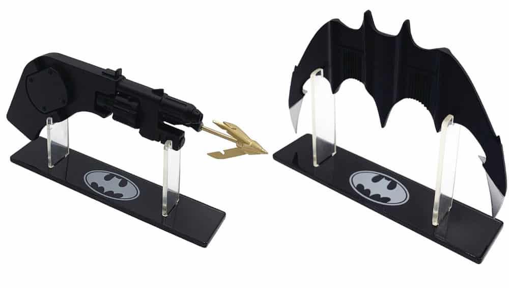 "Batman (1989) ""Batarang"" & ""Grapple Launcher"" als 1:1 Replik von Factory Entertainment"